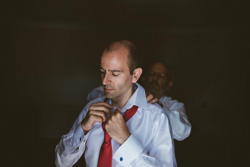 David Asensio novio con su padre - fotografía de boda natural