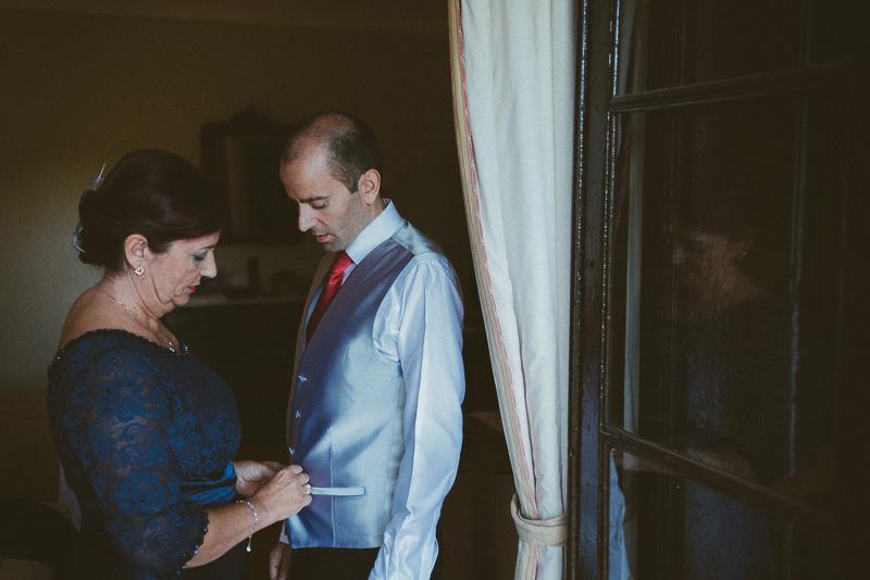 David Asensio fotografia de boda natural el novio y la madre