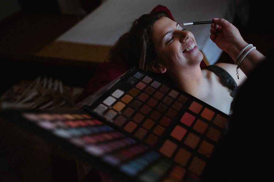 Fotógrafo de Bodas, la novia en los preparativos de la boda