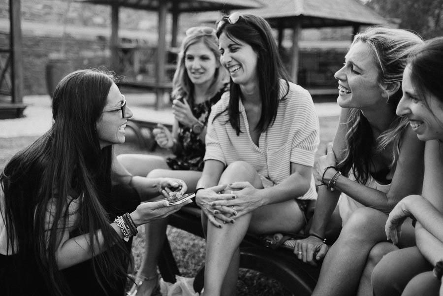 Fotógrafo de Bodas fotografía de la novia con sus amigas